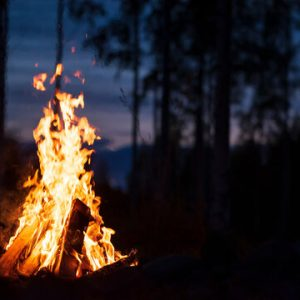 How to Light a Campfire – The Complete Guide for 2021